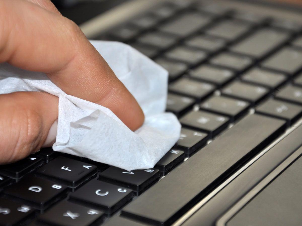 clean-laptop-keyboard